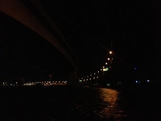 ムード満点のライトアップされた名港トリトンや100m級のでっかいタンカーを見ちゃいましょう!!