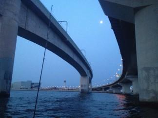 名古屋港の夜明け